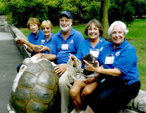volunteer-docent-turtle-back-zoo